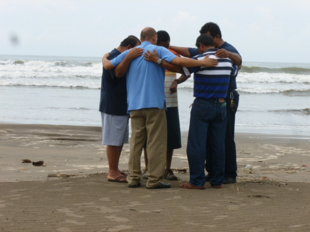 Congregational pastors praying on the beach before returning home from the Novillero, Nayarit retreat