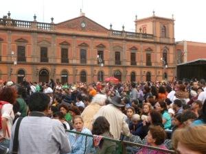 El concierto tuvo lugar al lado del edificio de la Universidad sobre la lindissima Plaza de los Fundadores