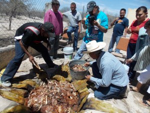 Men of the Los Remedios Church preparing barbeque for 2013 Women's Retreat meal/ Hombres le la Iglesia en Los Remedios preparando barbacoa para mujeres del Retiro Feminil de 2013.